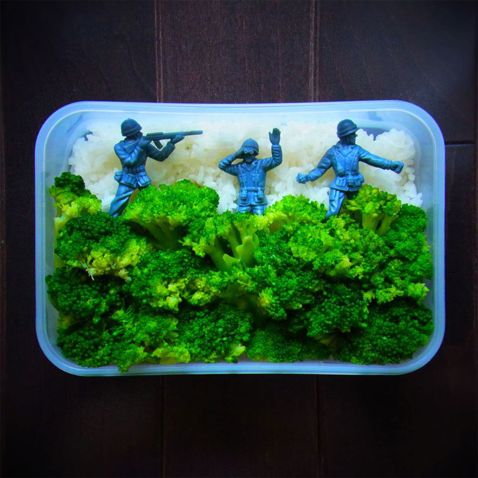 army combat bento box with soldier figures and broccoli