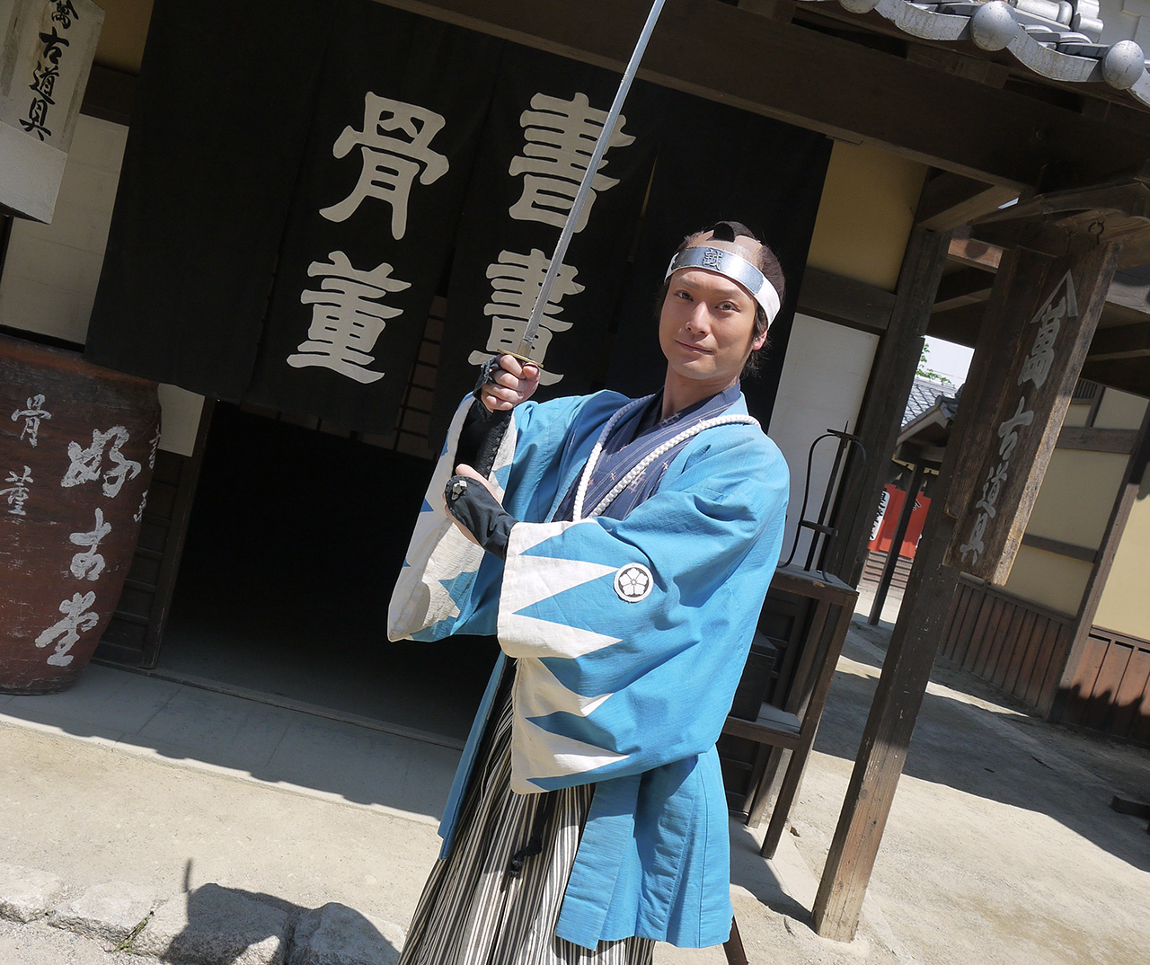 Takahiro Hotta posing with katana on set