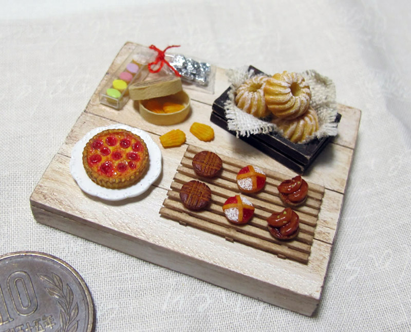 A miniature pastry and tarte set