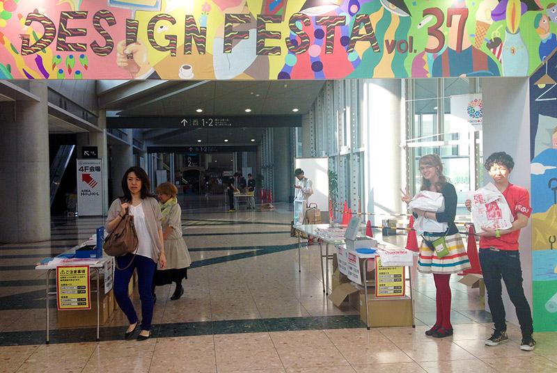 girl standing under banner design festa 37