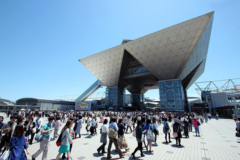 tokyo big buinding blue sky design festa