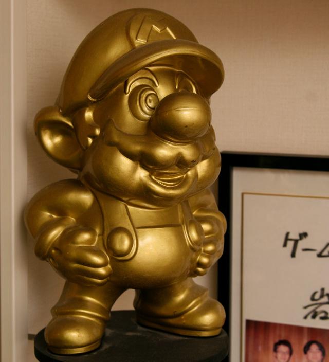 golden mario statue