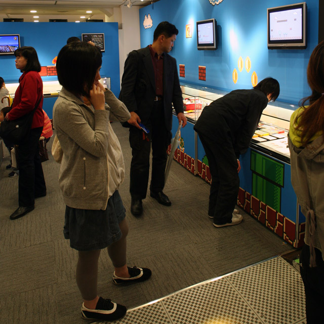 attendees at the nintendo museum in 2007