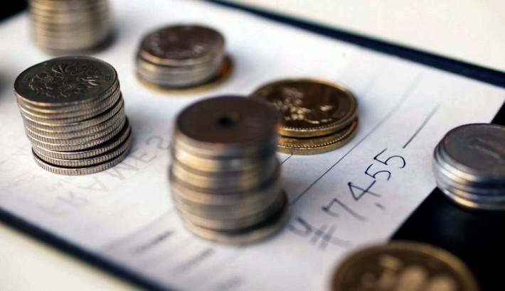 Stacks of yen on top of a restaurant bill