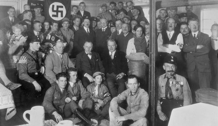 japanese-swastika-and-the-german-nazis
