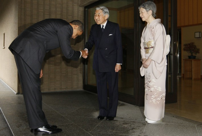 barack obama being polite to japanese politicians with deep bow