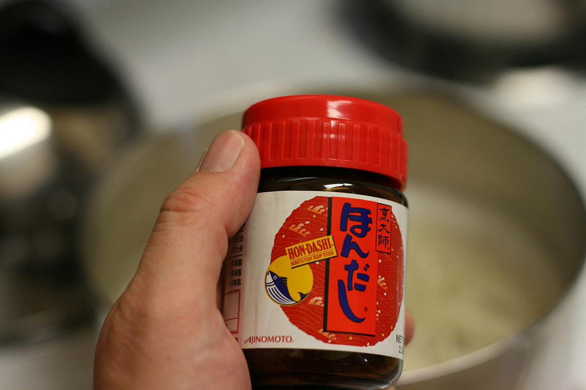hon dashi jar in a hand