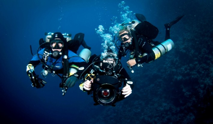A Japanese homestay family scuba diving
