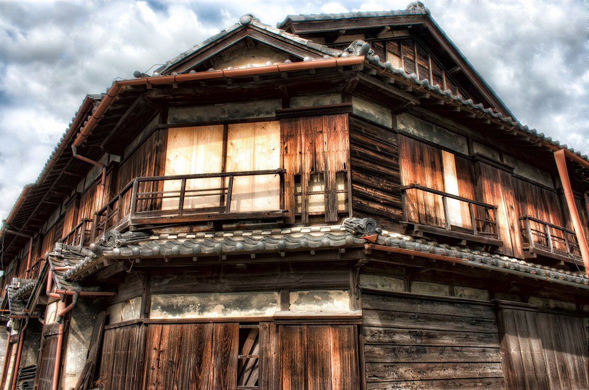 abandoned building in disrepair & Japanese Architecture: What Makes It Different?