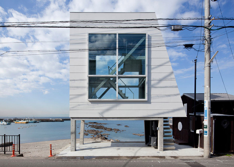 tiny sea side apartment in Japan