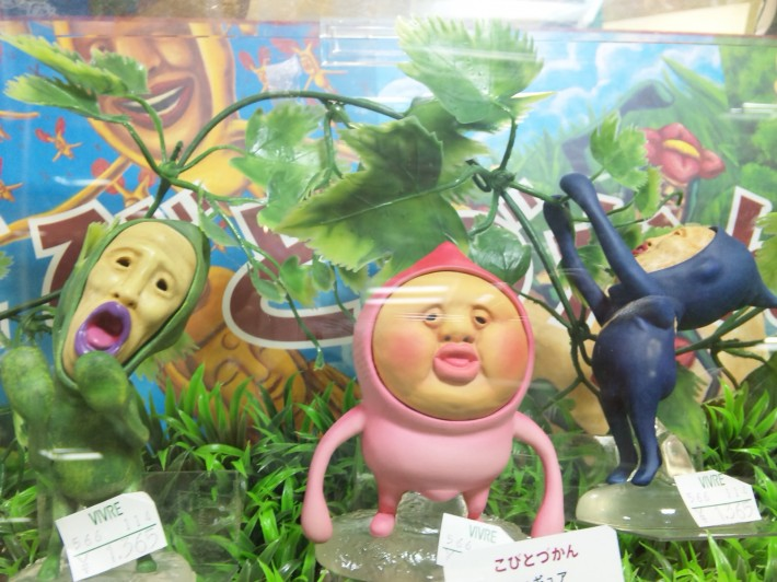 Diorama of three Kobitodukan characters