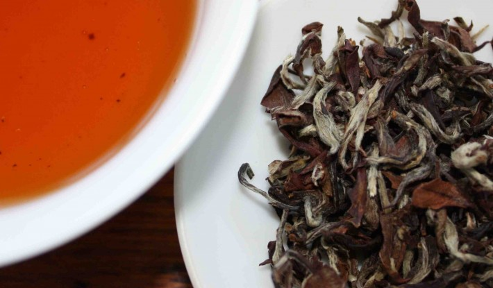 oolong tea and leaves