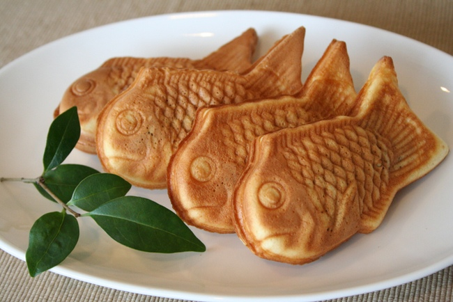 Taiyaki lined up on a plate