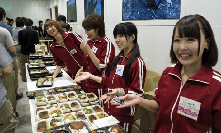 A group of Joshi Mane smiling with bento