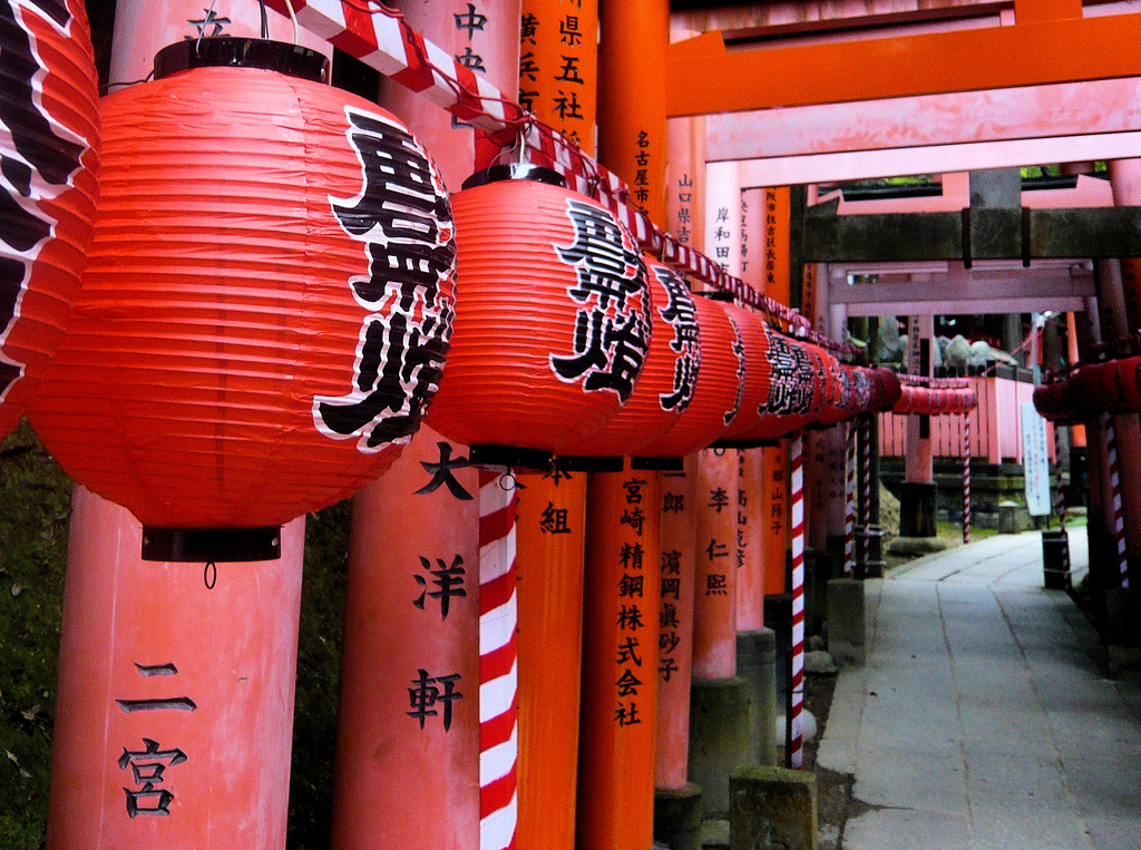 color in japan red tori and red lanterns
