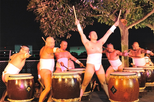 naked men japanese festival using chuudaiko drum