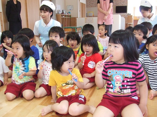 oral hygiene in the classroom japan