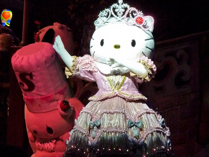 Hello Kitty queen costume