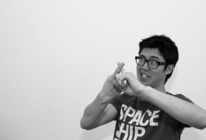 Japanese body language gesture clash