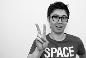 Japanese gesture peace sign