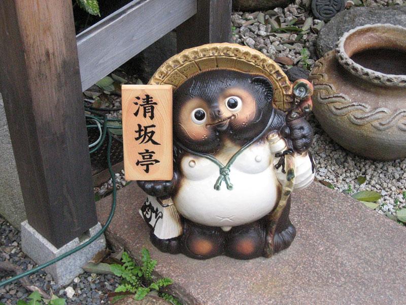 A very kawaii tanuki statue