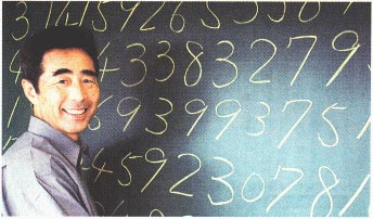 Akira Haraguchi writing Pi on a chalkboard