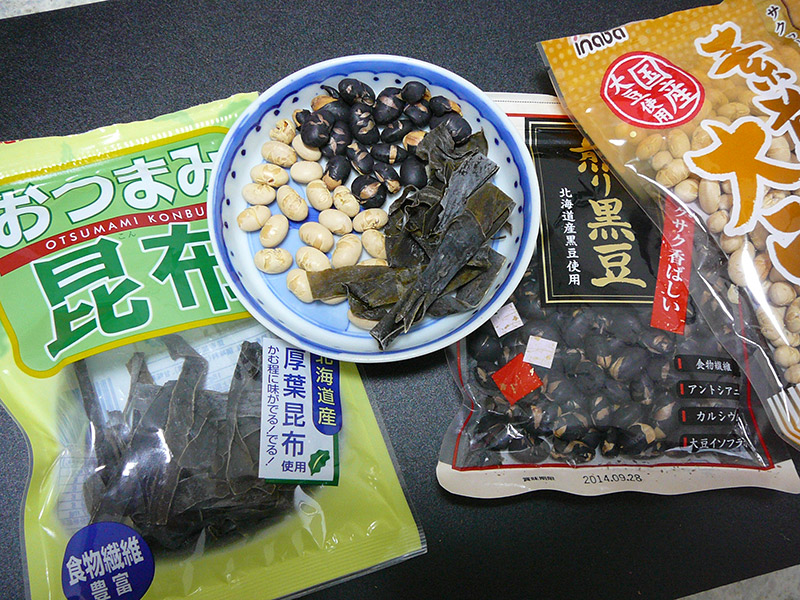 japanese snacks peanuts seaweed beans in their bags