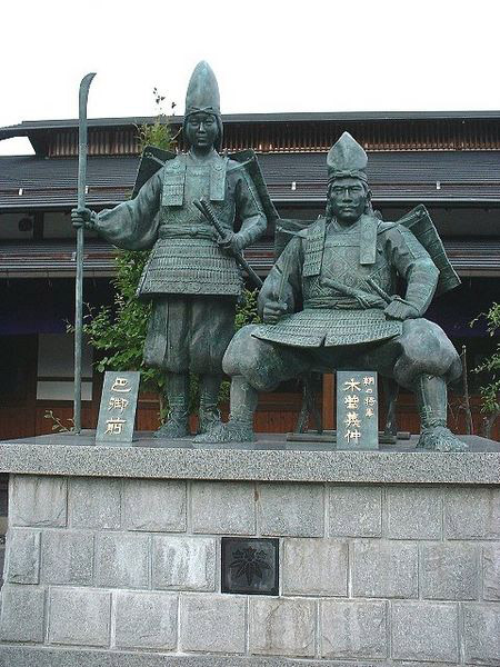 Tomoe-Gozen-and-Kiso Yoshinaka statue