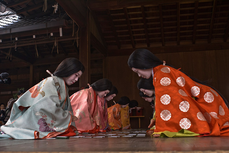 ladies playing karuta japanese cards