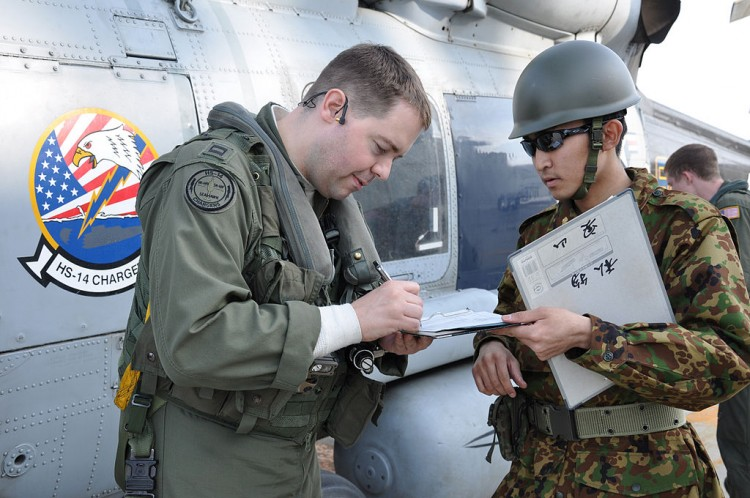 US Navy pilot meeting with JGSDF personnel about refueling