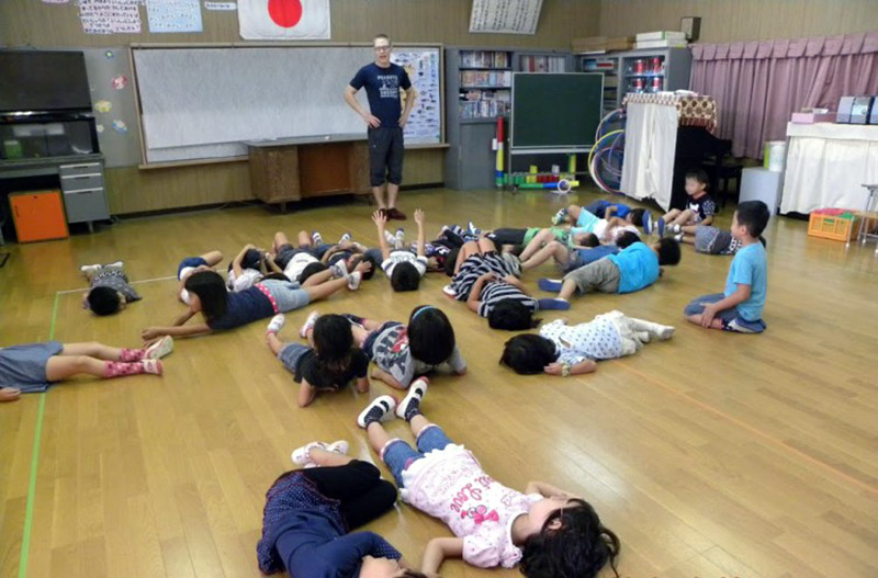 Rich teaching a group of Japanese children