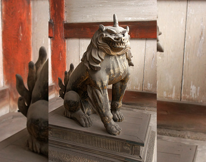 split picture of a lion dog komainu in kyoto