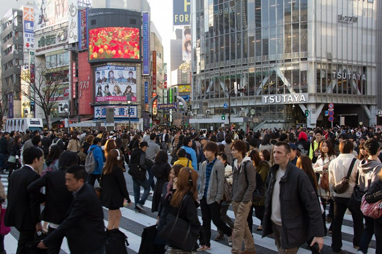 Hundreds of people walking at a pedestrian crossing in Tokyo
