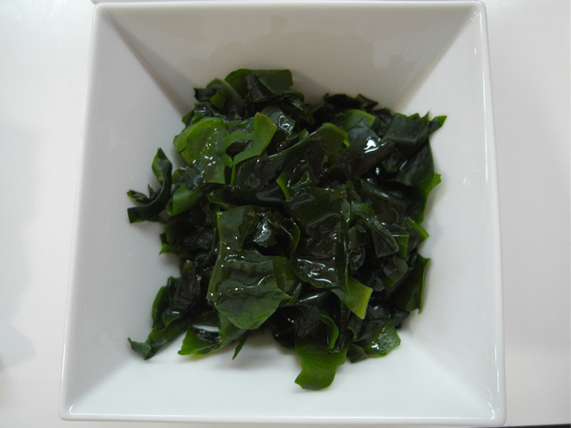 bowl of wakame japanese seaweed