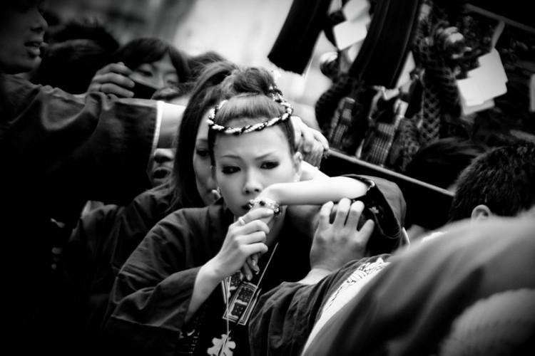 matsuri girls in black and white