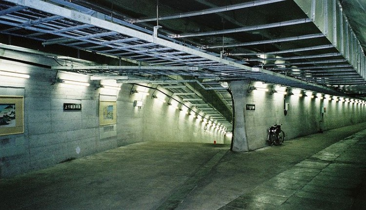 down ramp in tunnel