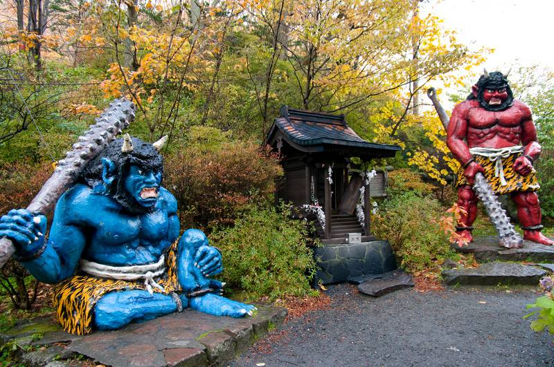 Two statues of Oni