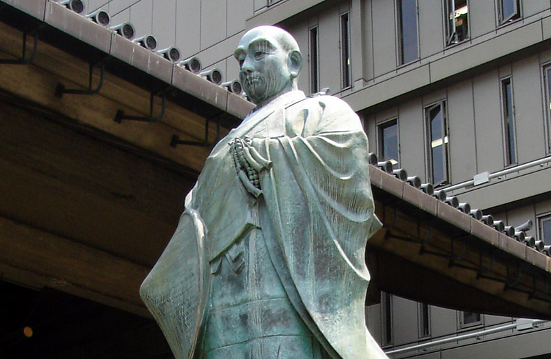 statue of Rennyo at Kita-mido