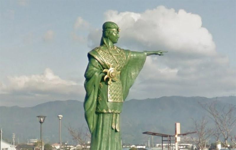 queen himiko statue