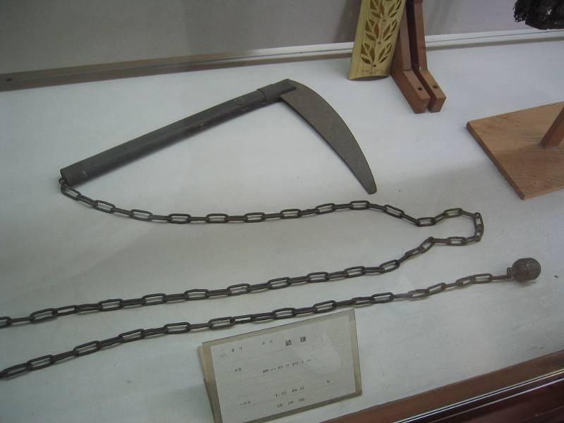Ancient-Japanese-Weapon-Kusarigama-mix-of chain and sickle
