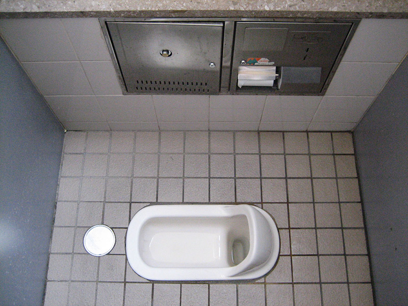 japanese floor toilet in japan