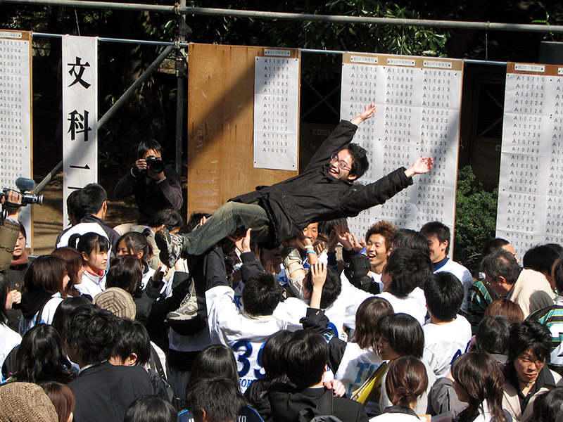 japanese high school students pass college entrance exams