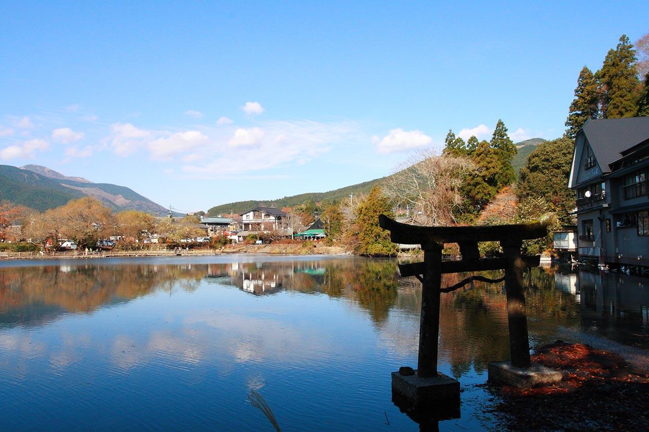Yufuin onsen Kirin lake