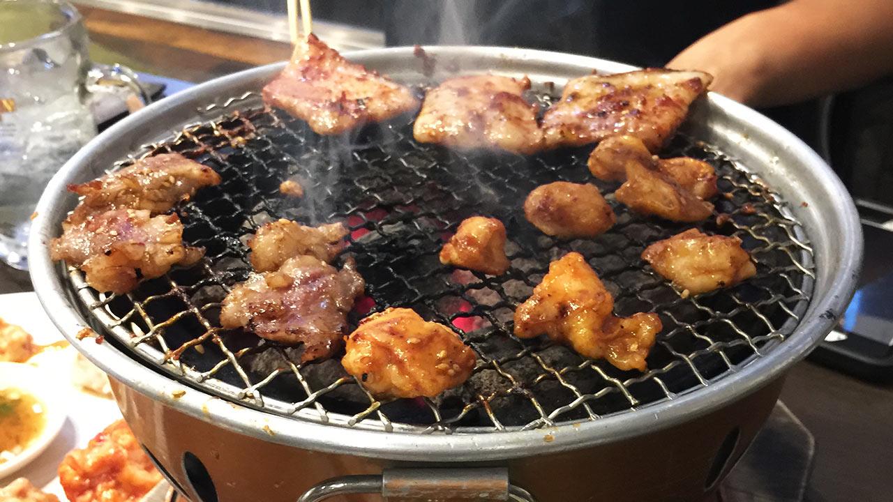 horumon entrail meat grilling in shibuya
