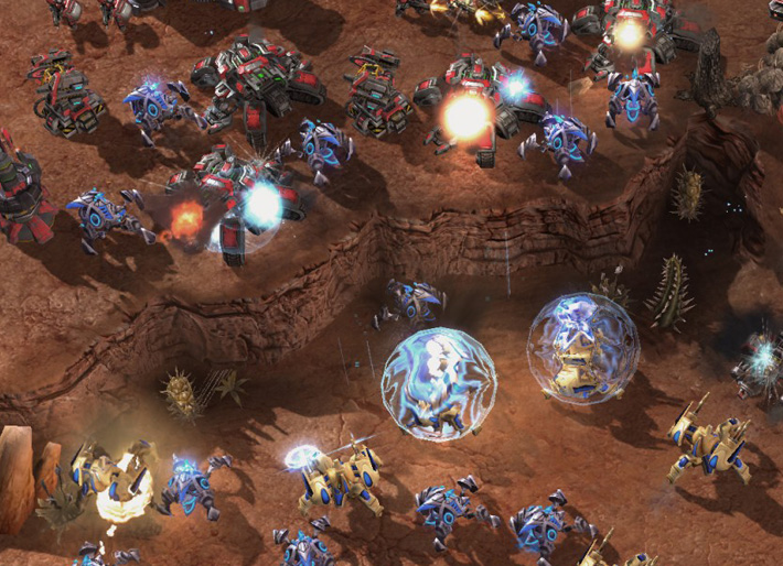 A large number of Japanese learning Starcraft units fighting