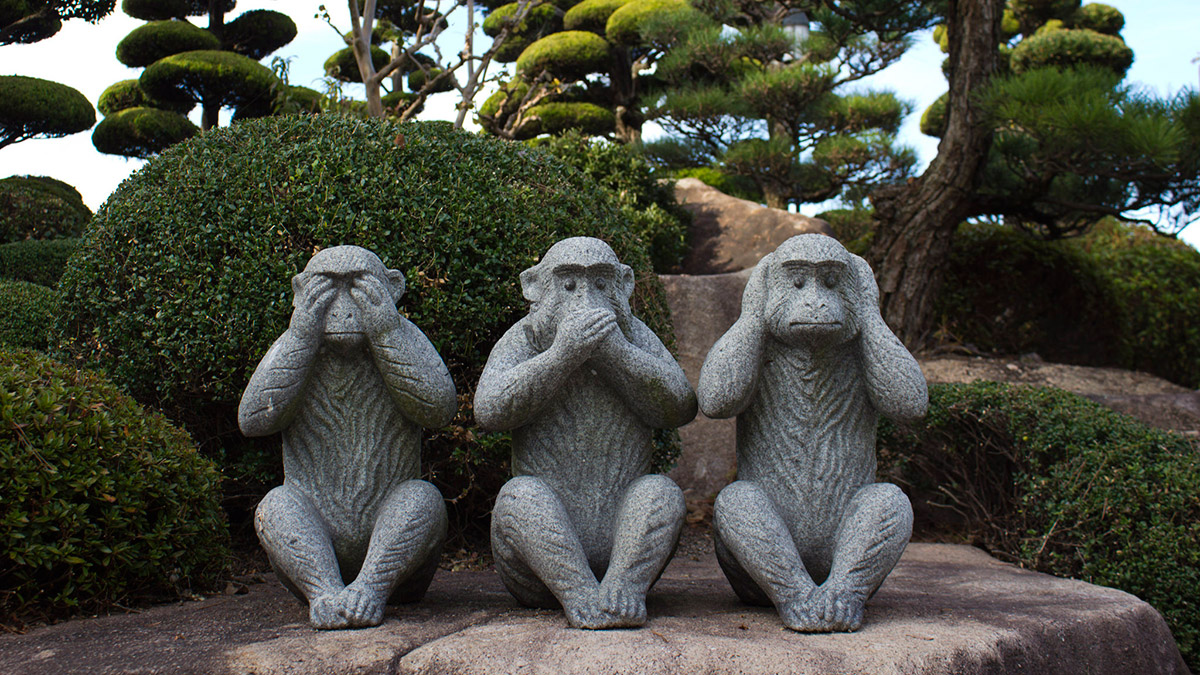 hear see speak no evil monkey statues