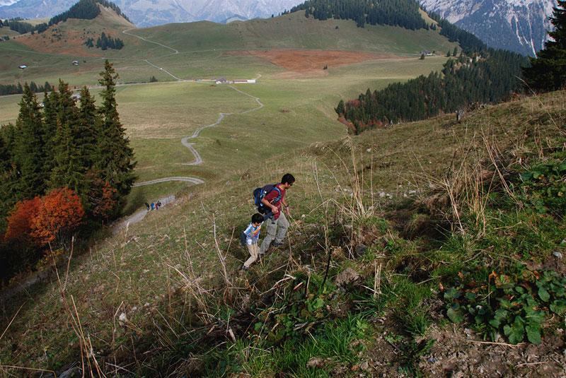 kobun verbs man and son climbing hill