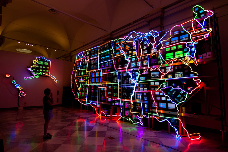 map of United States in neon lights