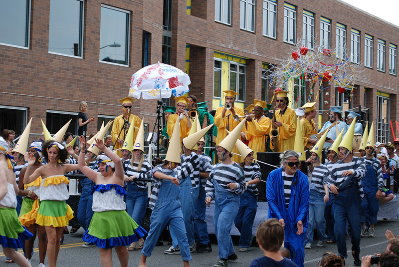 A parade of baka