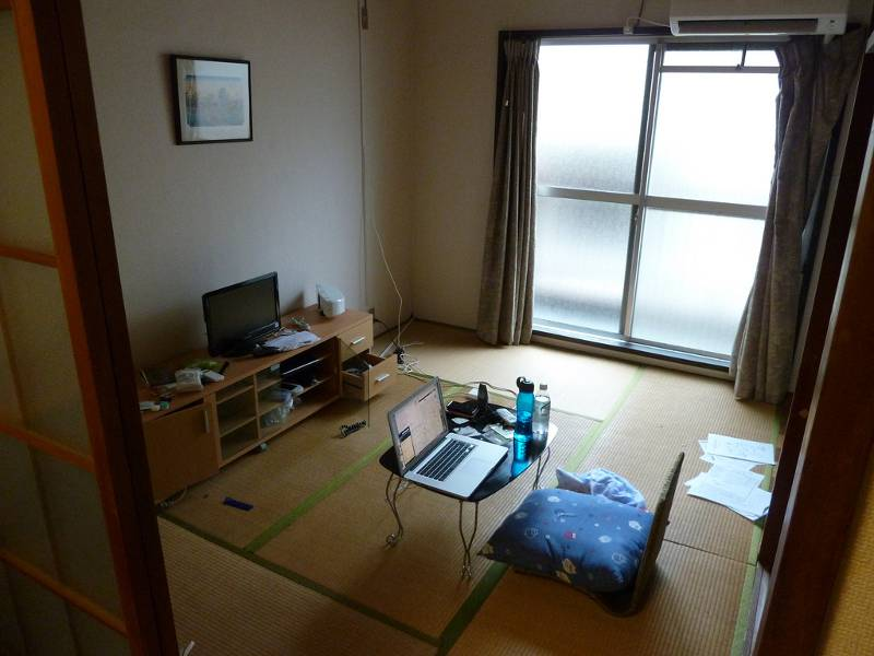 A small Japanese apartment with tatami flooring